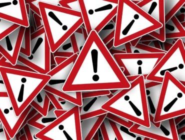 Bild von Verkehrsschildern, Achtung Fehler im Affiliate Marketing