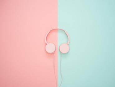 Titelbild 10 Online-Marketing-Podcasts zum Verlieben