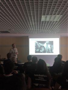 zu sehen Nico mit einere Powerpointpräsentation auf der Campixx 2019