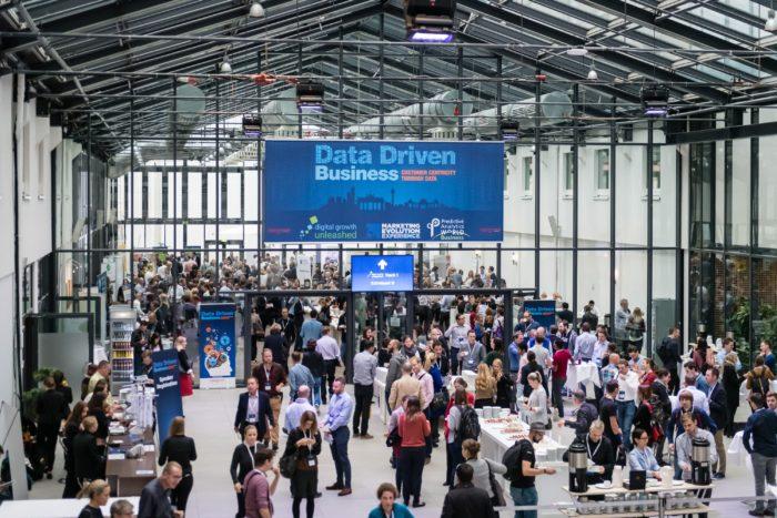 Zu sehen ist die große Halle, in der die Data Driven Business stattfindet