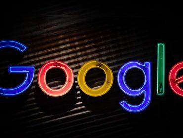 """Leuchtreklame: """"Google"""""""