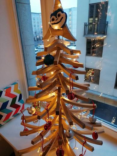 Bild eines unserer nachhaltigen Projecter Weihnachtsbaumalternativen aus Holz