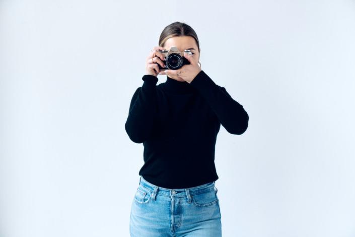 Bild einer Frau mit Kamera